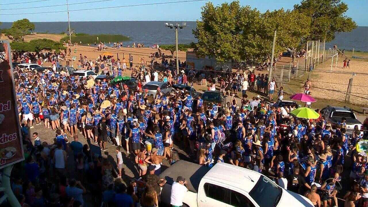 Em São Lourenço do Sul, blocos organizam carnaval na beira da praia
