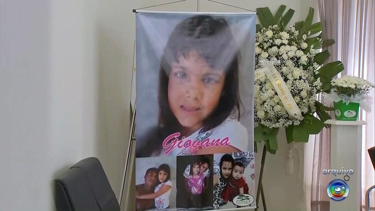 Mãe de menina que morreu após ser espancada e estuprada pede justiça após um ano do crime