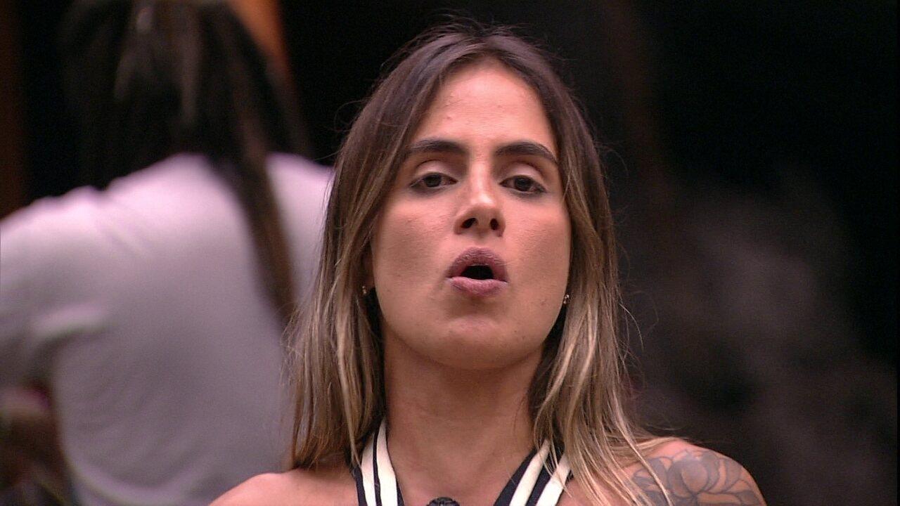 Carolina rebate fala de Tereza:'Ela se coloca nessa situação'