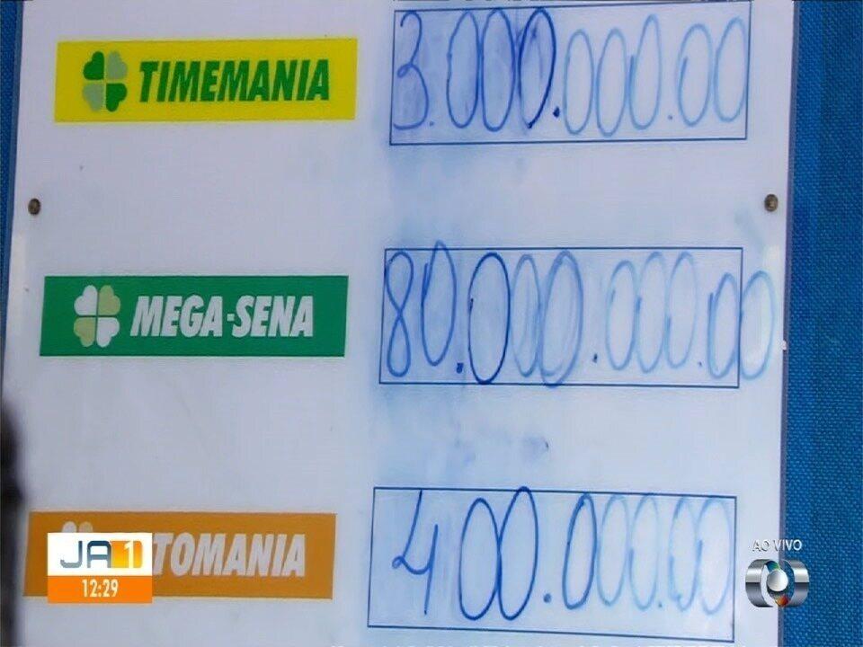 Mega-Sena acumulada faz com que moradores lotem lotéricas de Goiás