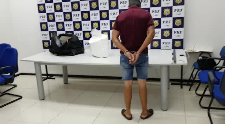 PRF divulga imagens de apreensão de cocaína no interior de Alagoas
