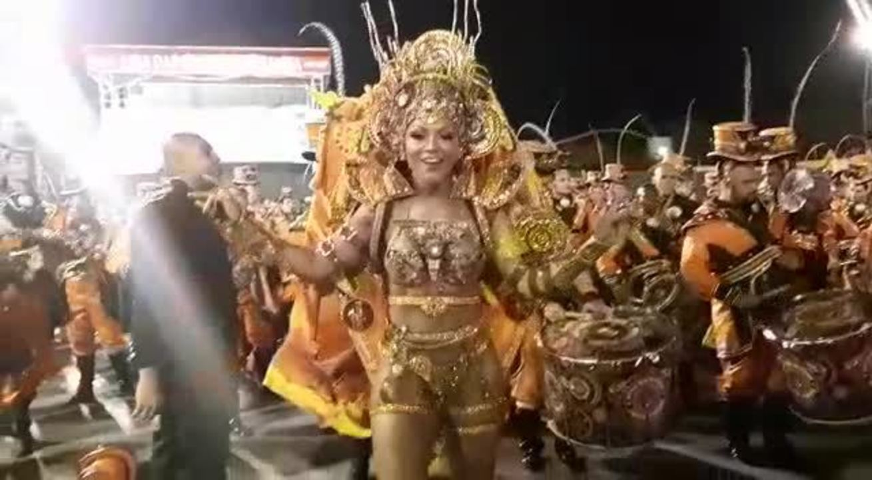 Simone Sampaio, rainha da Dragões da Real, samba no Desfile das Campeãs de SP em 2019