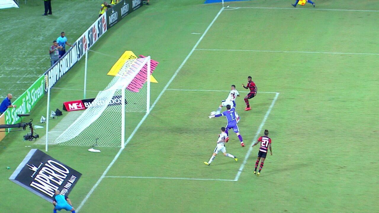 Bruno Henrique deixa Rodinei sem goleiro e ele... Consegue perder, aos 47' do 2ºT