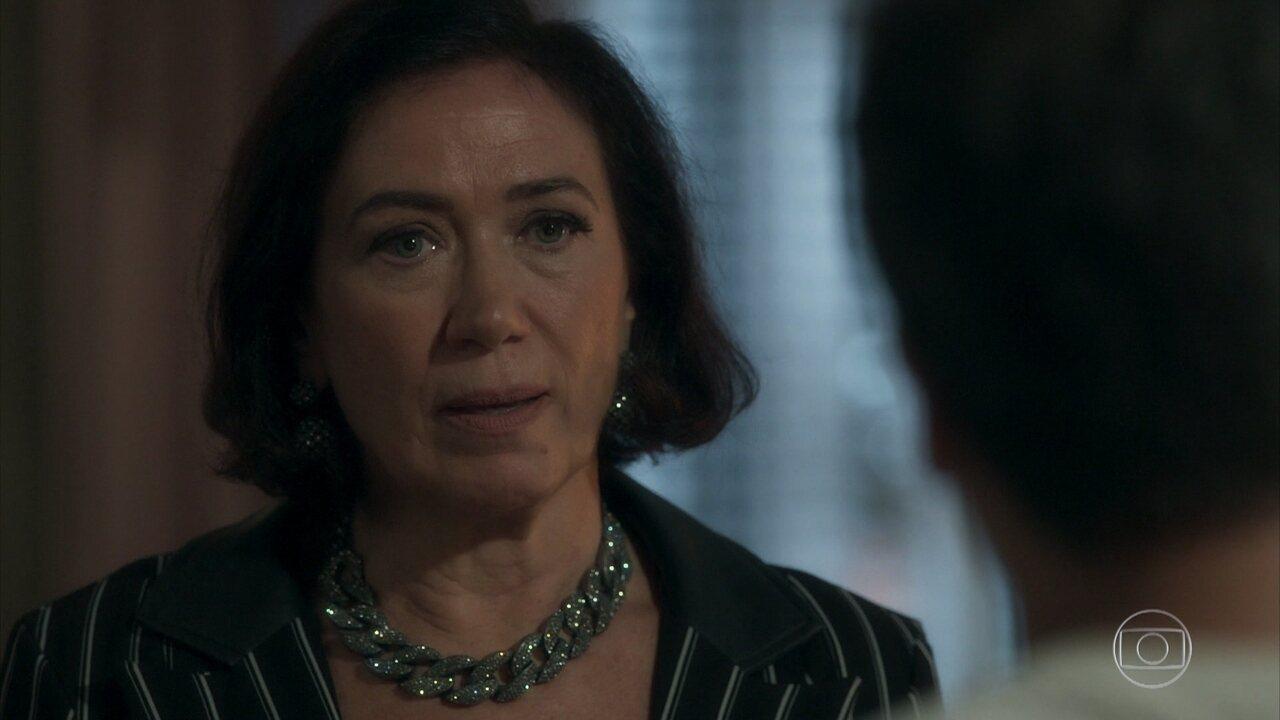 Valentina diz a Gabriel que agora quer ajudá-lo a defender a fonte mística de Serro Azul