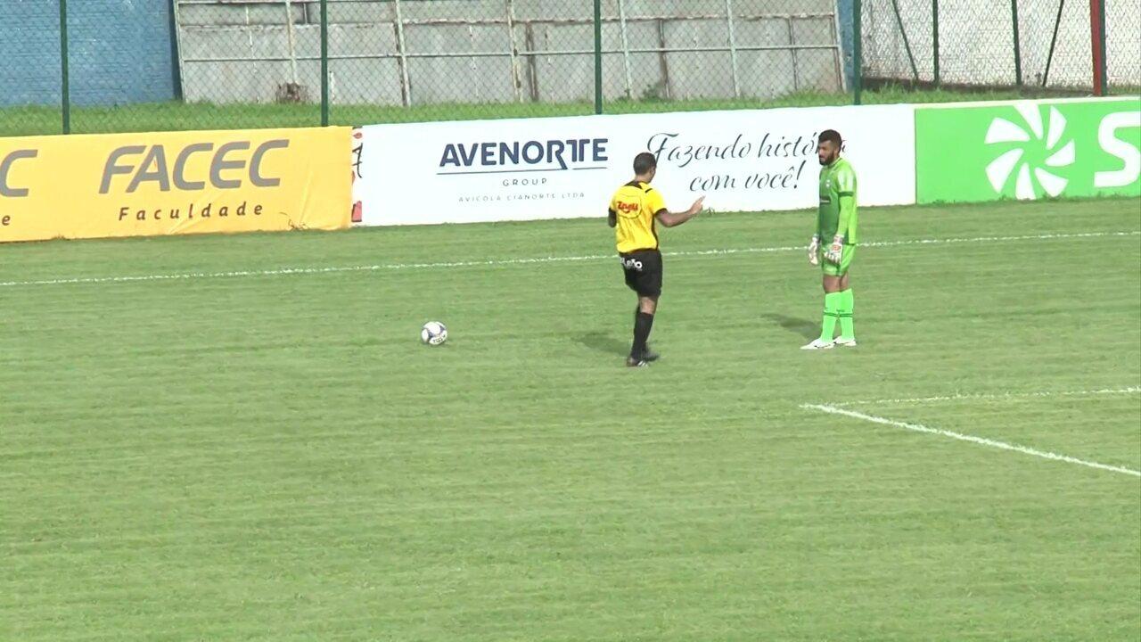 Muralha demora a bater o tiro de meta e o árbitro chama a atenção do goleiro