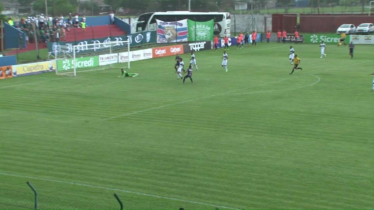 Veja lances da estreia do goleiro Alex Muralha, pelo Coritiba