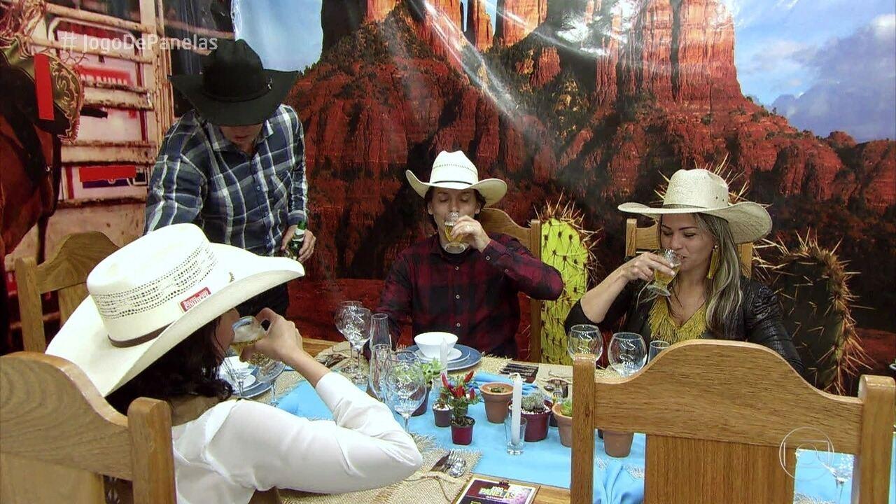 Alexandre recebe os convidados para a 'Festa de Rodeio'