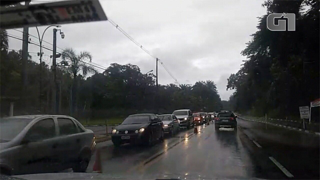 Fechamento da Tamoios sobrecarrega tráfego na rodovia Oswaldo Cruz, alternativa aos motoristas