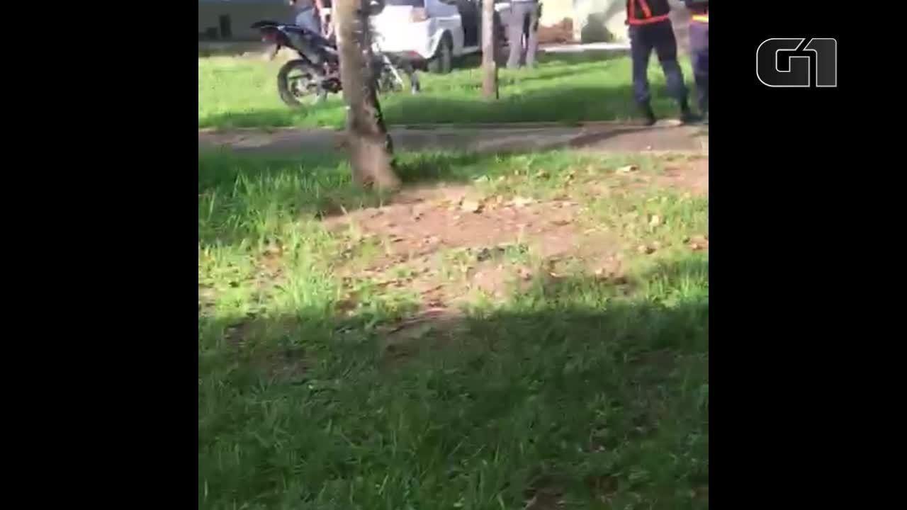 Estudante registra momento de prisão de homem suspeito de agressão na Ufes