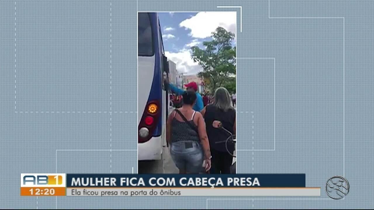 Passageira fica presa pela cabeça na porta do ônibus em Caruaru