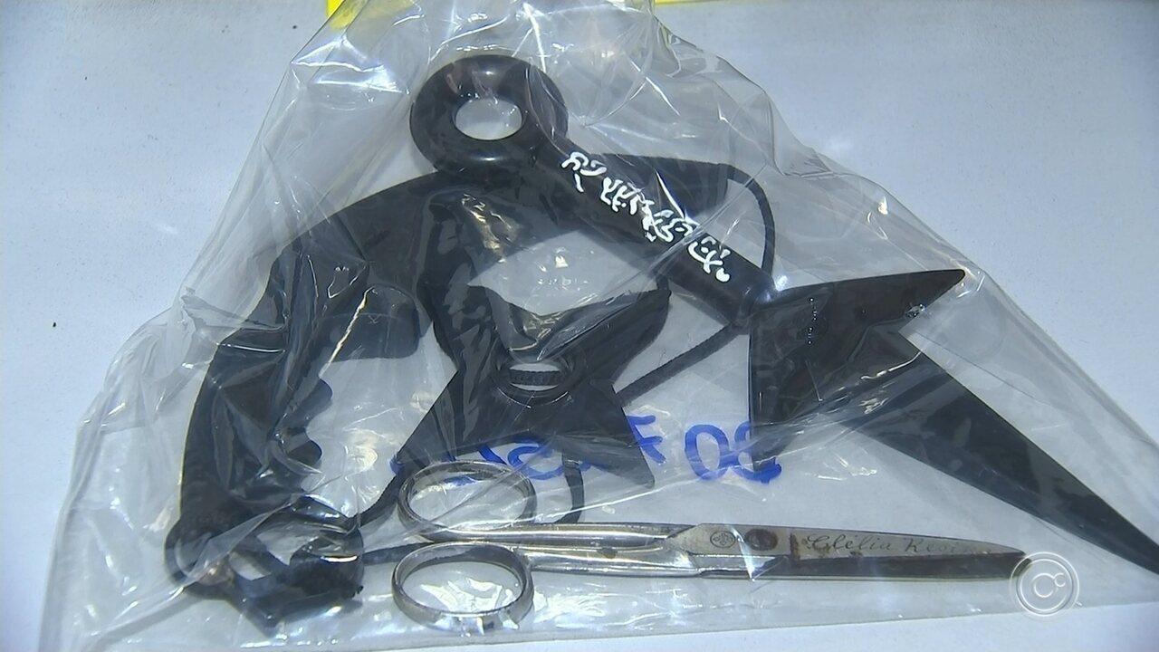 Estudante é flagrada com cópias de armas ninjas em escola de Votorantim