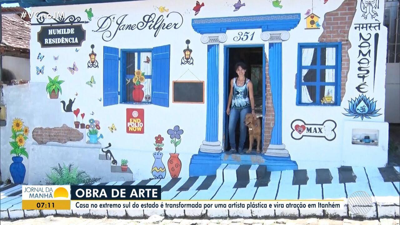 Casa repleta de pinturas atrai turistas em Itanhém, no sul do estado