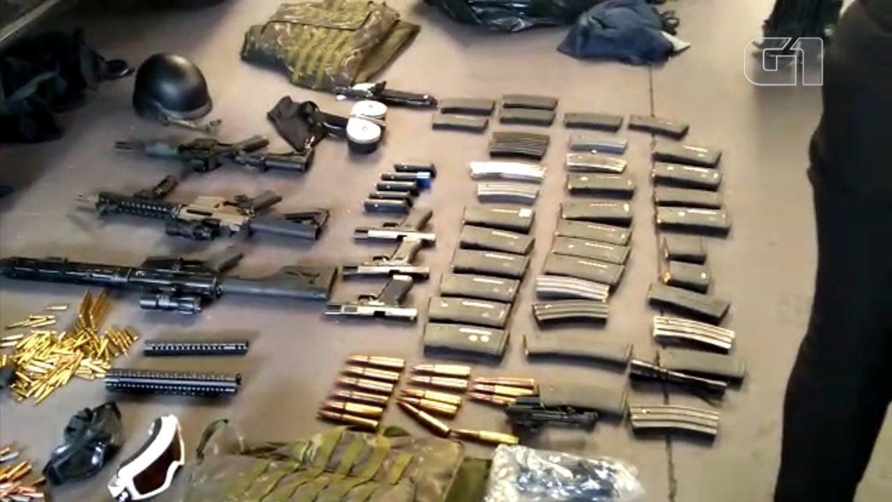 Polícia apreende carros blindados, fuzis e até munição para derrubar avião em barracão