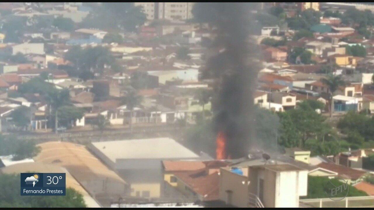 Duas pessoas se ferem em explosão de loja armas no Jardim Sumaré em Ribeirão Preto, SP