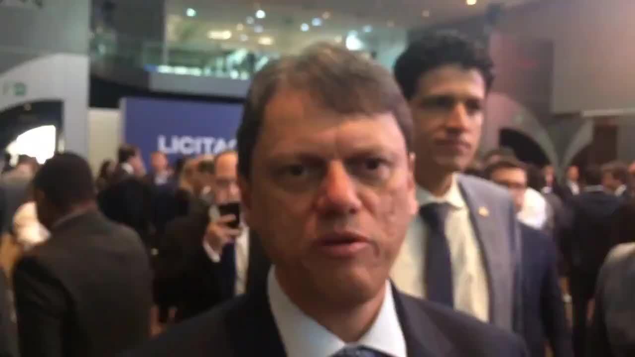 Ministro da infraestrutura fala de leilão de aeroportos