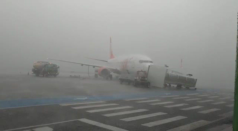 Forte chuva no aeroporto de Uberlândia