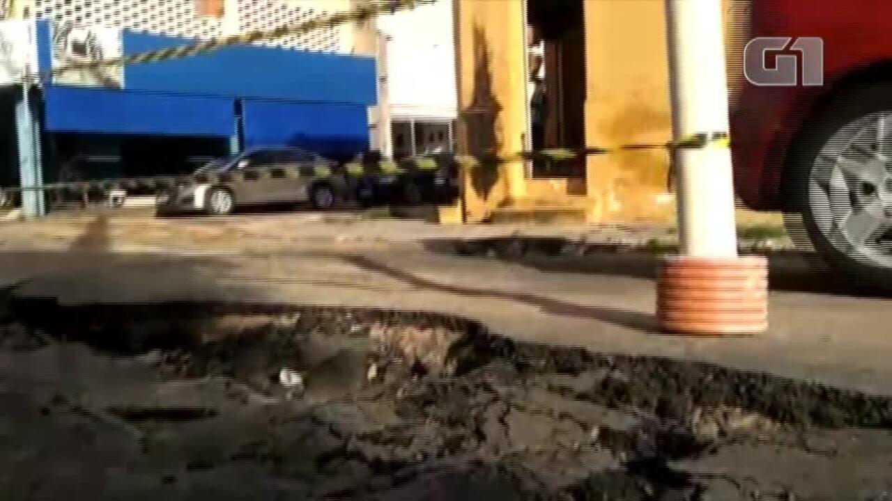 Asfalto cede após chuva no Centro de Teresina