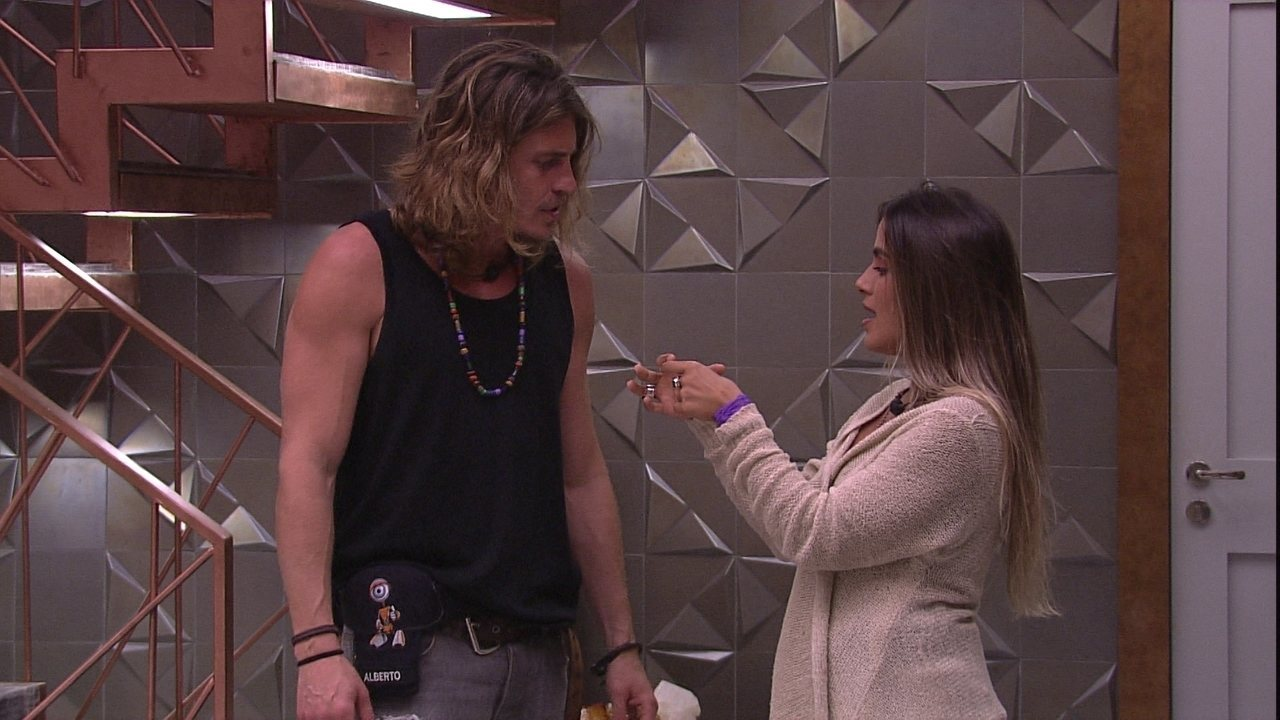 Carolina diz que vai fazer brigadeiro para Alberto