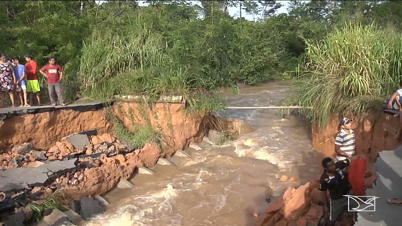 Açude transborda e rompe a BR-316, no Maranhão