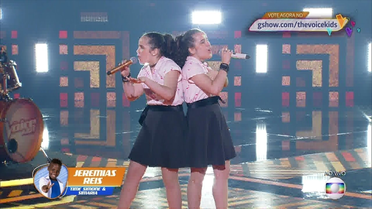 Helen e Heloisa cantam