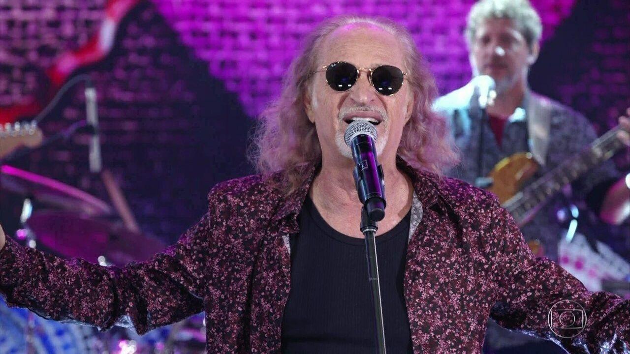 Alceu Valença canta 'Coração Bobo'