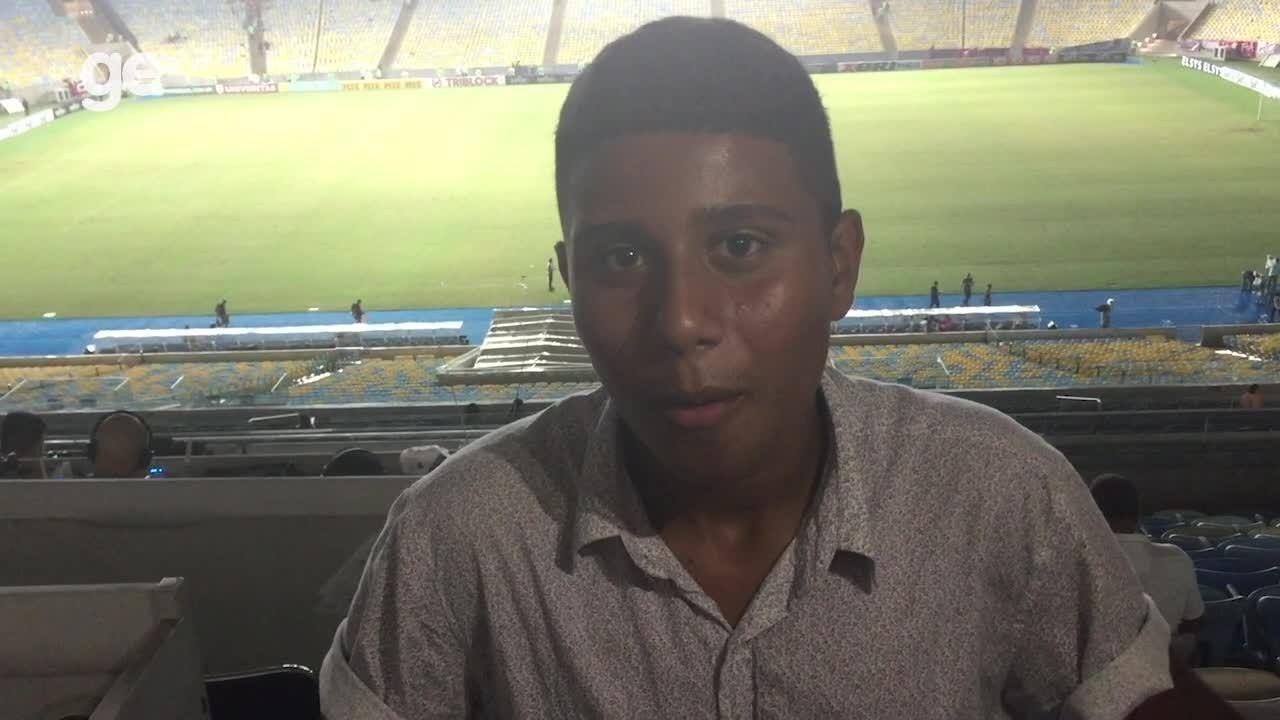 Jovem, que sonha ser jornalista, vai a Maracanã e entrevista Renê do Flamengo