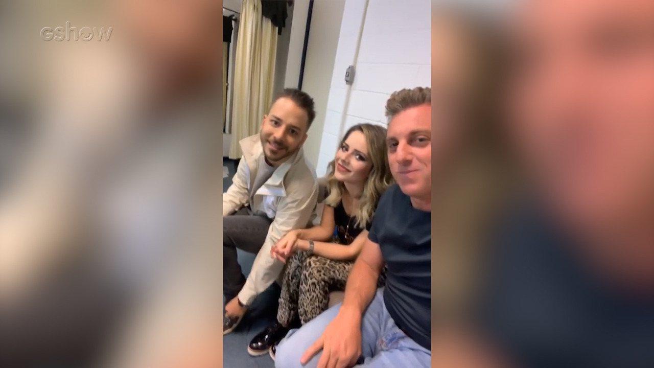 Luciano Huck conversa com Sandy e Junior