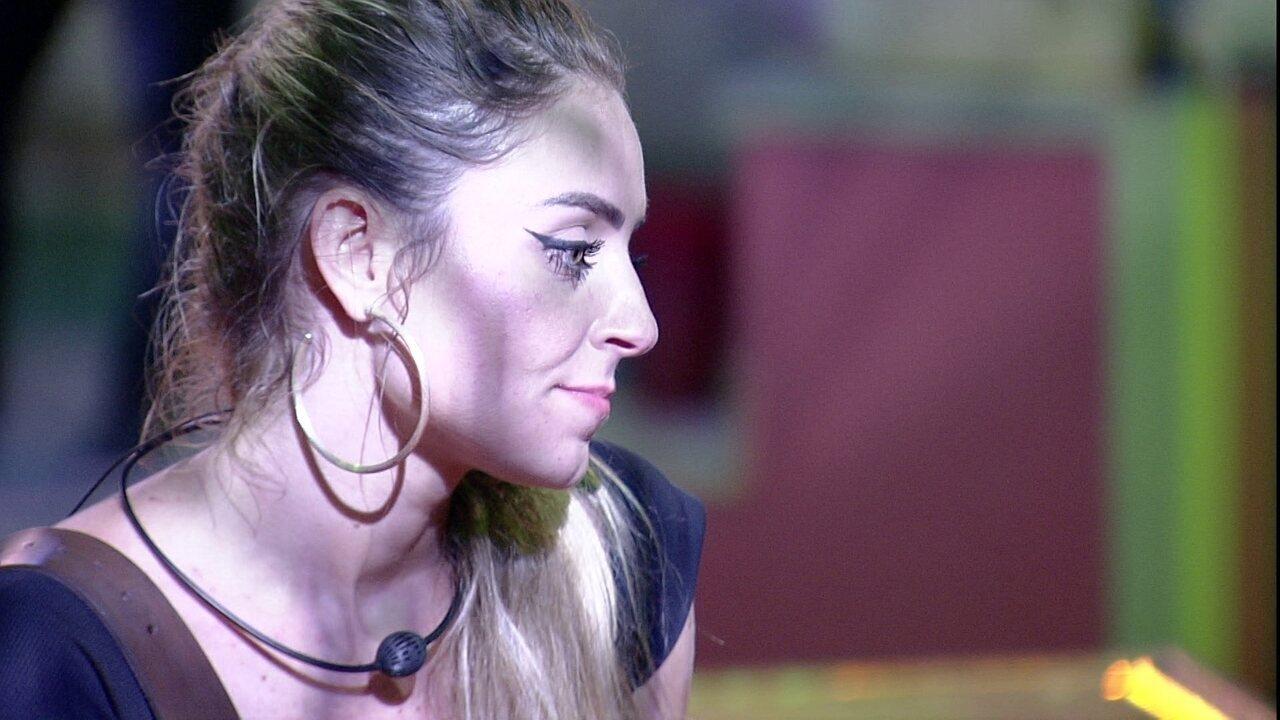 Após discussão, Paula brinca com Hariany: 'Estamos pior que casal'