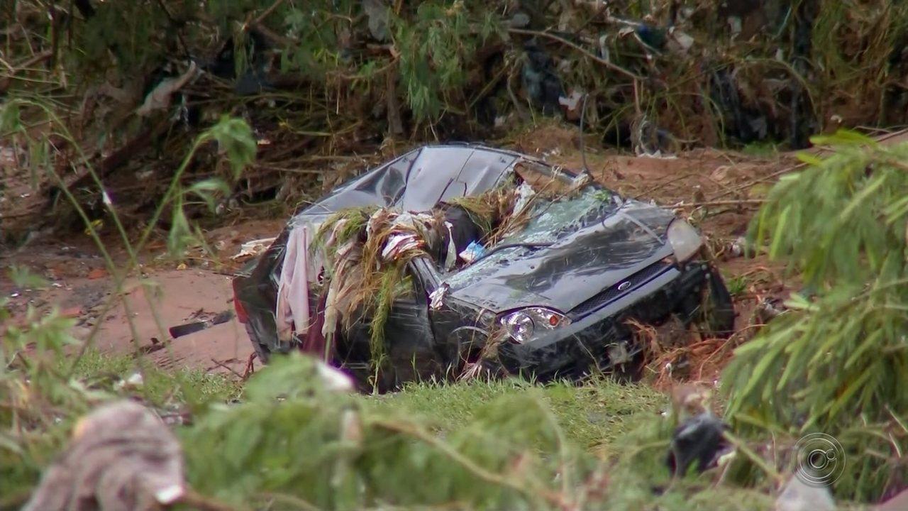 Duas mulheres morrem após carro ser arrastado pela enxurrada em Bauru