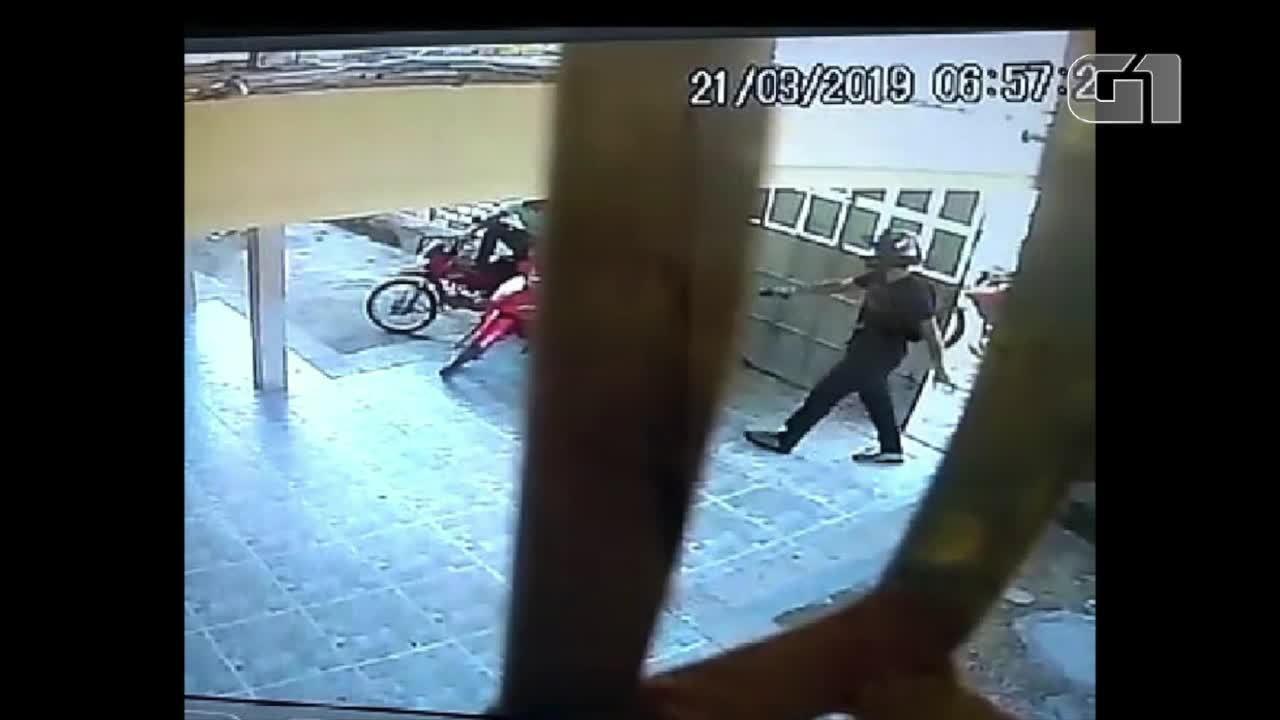 Um ano depois, escola de Mossoró é novamente invadida por ladrão armado; veja vídeo