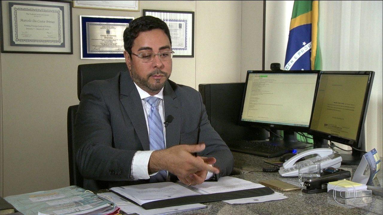 Juiz Bretas diz que investigados em liberdade podem ser risco à instrução criminal