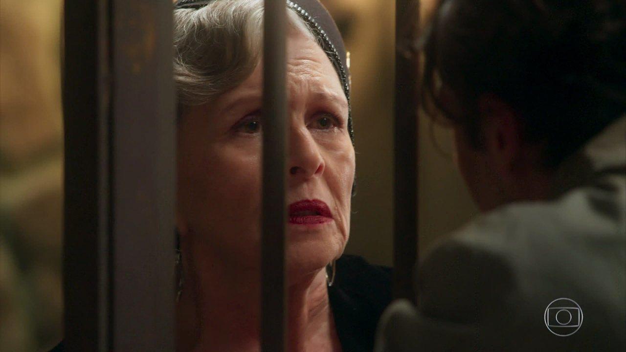 Hildegard visita Danilo na prisão e revela sobre a morte de Augusto