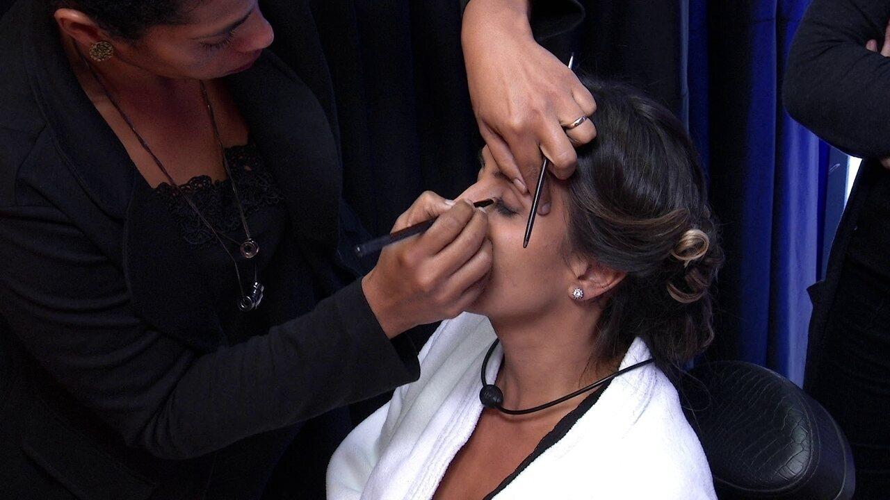 Transformação Embelleze: Carolina faz maquiagem