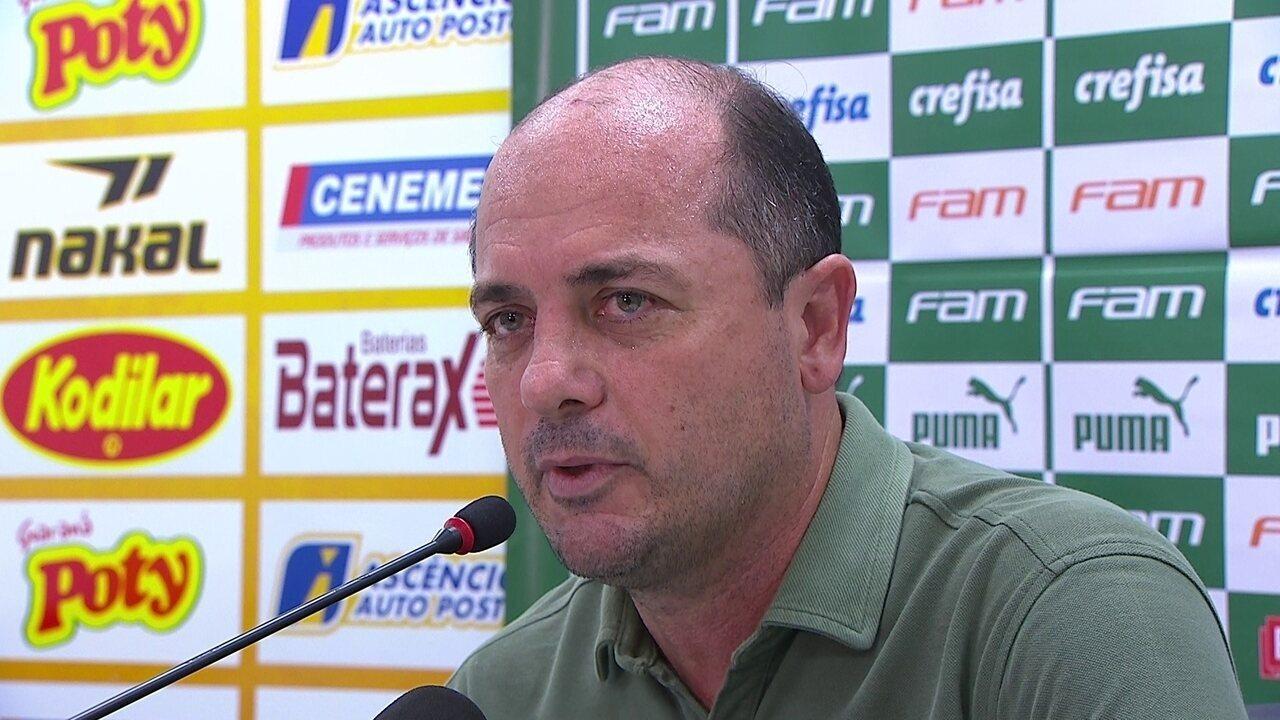 Cícero Souza, gerente de futebol do Palmeiras, concede coletiva para falar sobre VAR