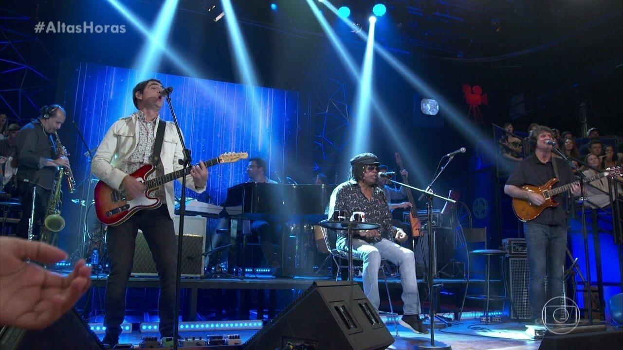 Samuel Rosa e Milton no palco com 'Trem Azul'