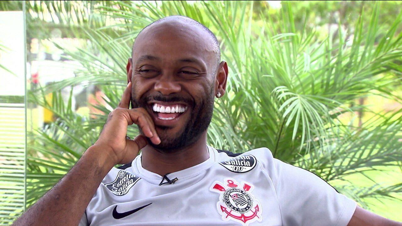 Ainda sem marcar gols no Paulistão pelo Corinthians, Vagner Love conta suas histórias