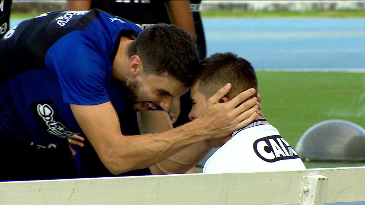 Em momento delicado, Botafogo conta com carinho de Gabriel, um torcedor mais do que especial