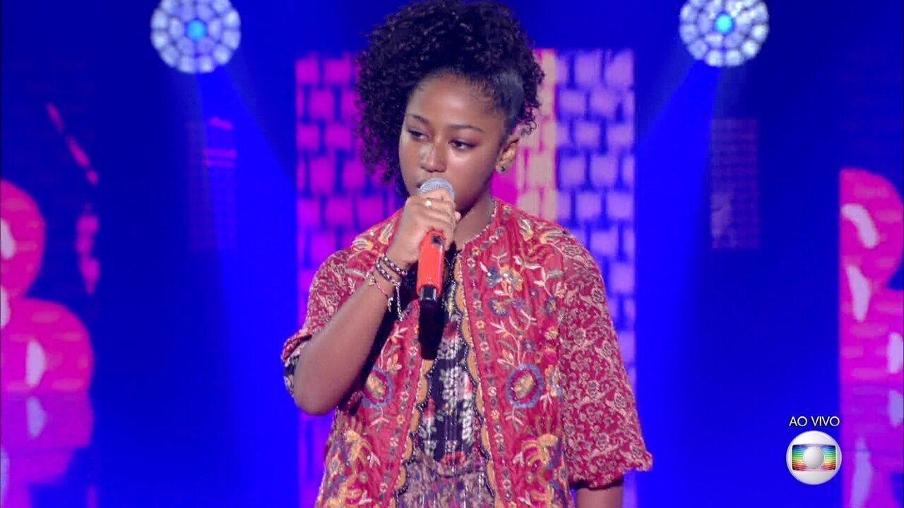 Carol Roberto canta 'Maria Maria' e se classifica para a semifinal do 'The Voice Kids'