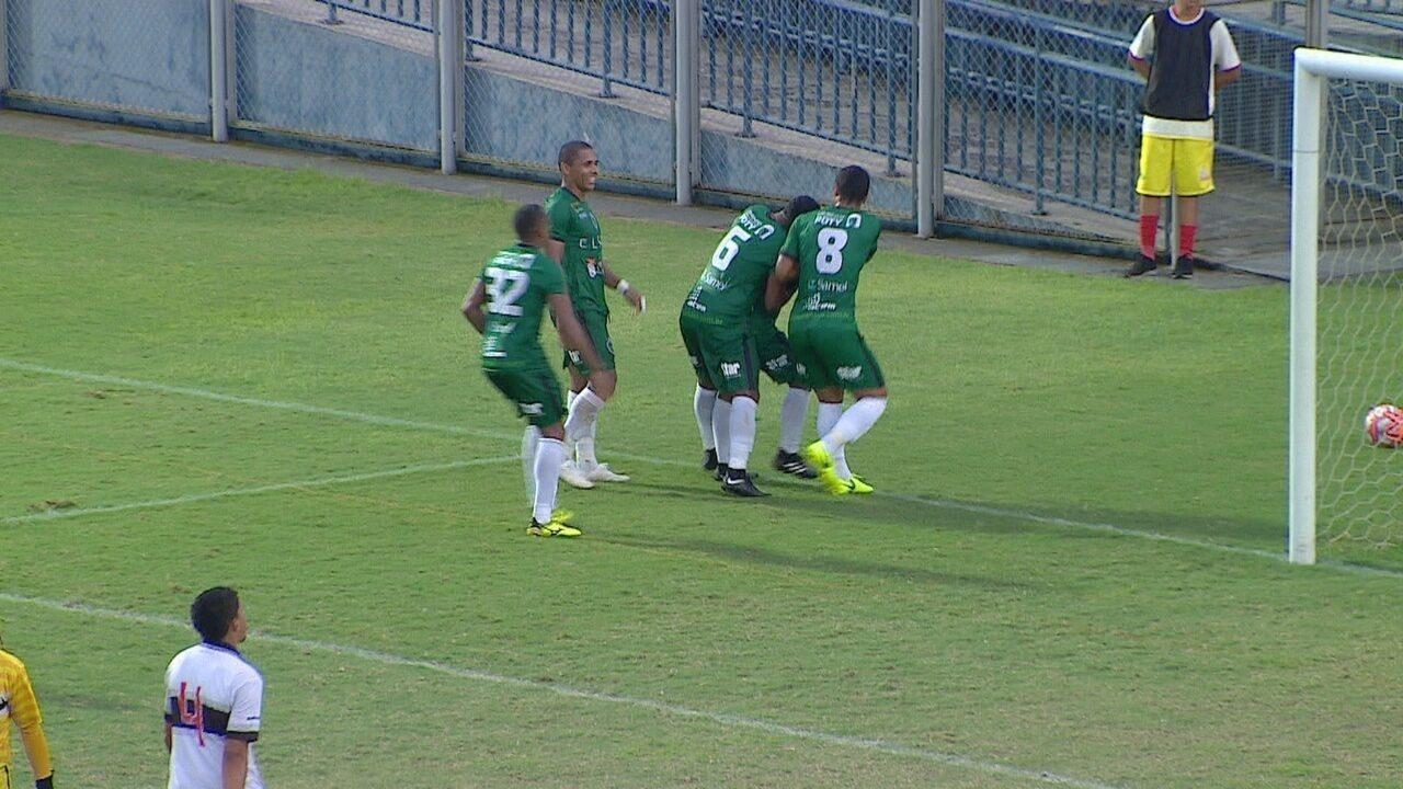 Vitinho sai cara a cara com César, dribla o goleiro e empurra para o gol vazio