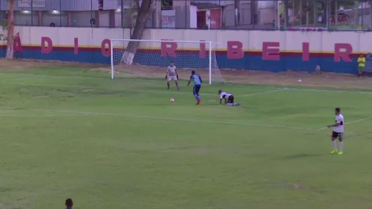 Após receber alimentos por passar mal em treino, venezuelano estreia com gol pelo Mundão