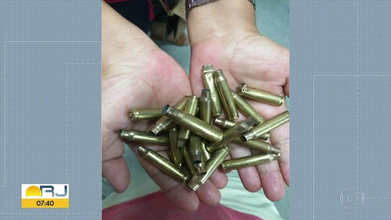 Criança recolhe 20 cápsulas de bala após tiroteio dentro de UPA em Belford Roxo