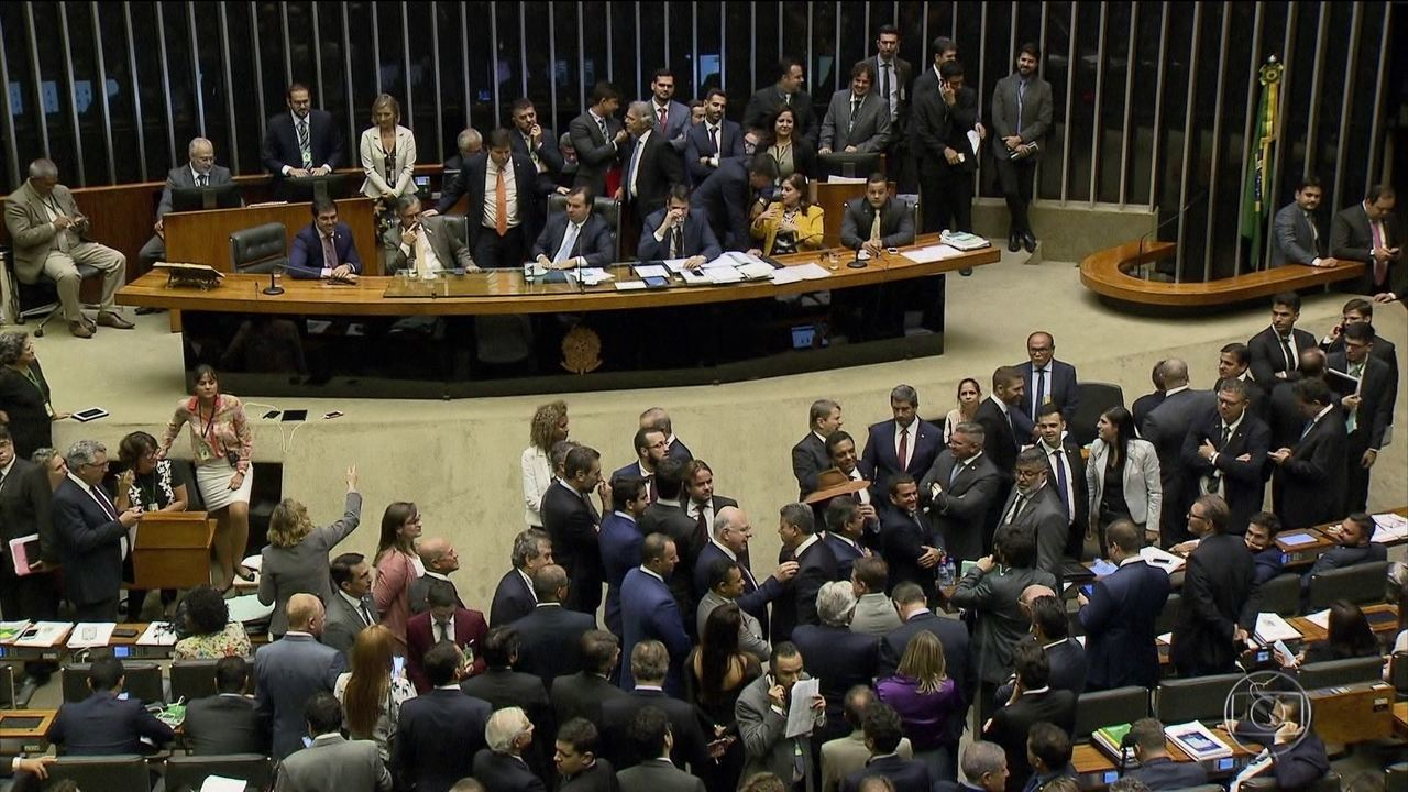Câmara aprova proposta que limita poder de gastos do governo