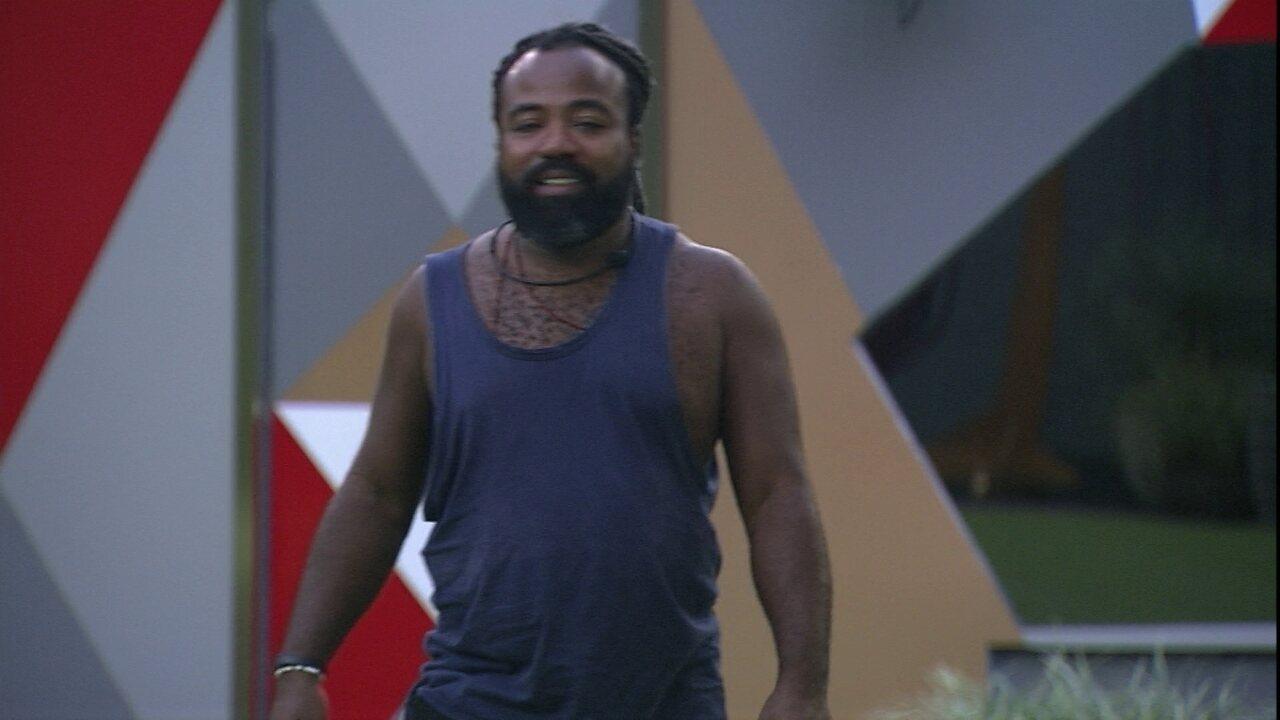 Rodrigo caminha no jardim e revela a Paula: 'Aqui não me traz boas lembranças'