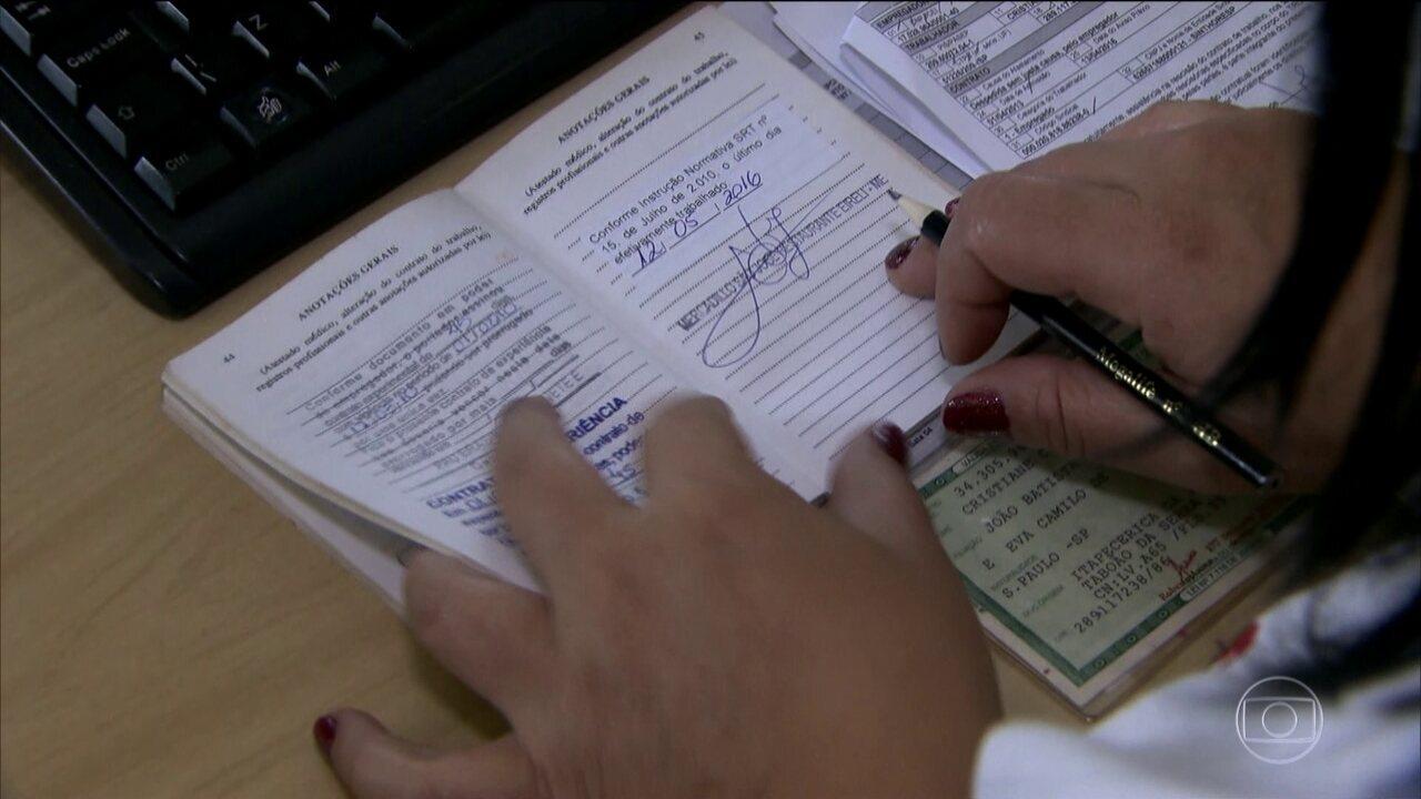 Taxa de desemprego sobe para 12,4% em fevereiro