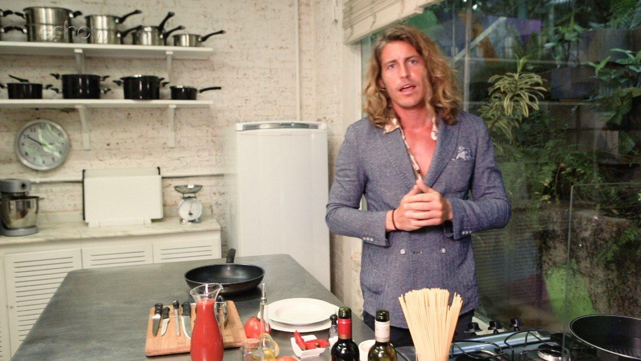 Alberto Mezzetti ensina passo a passo do Espaguete à Matriciana