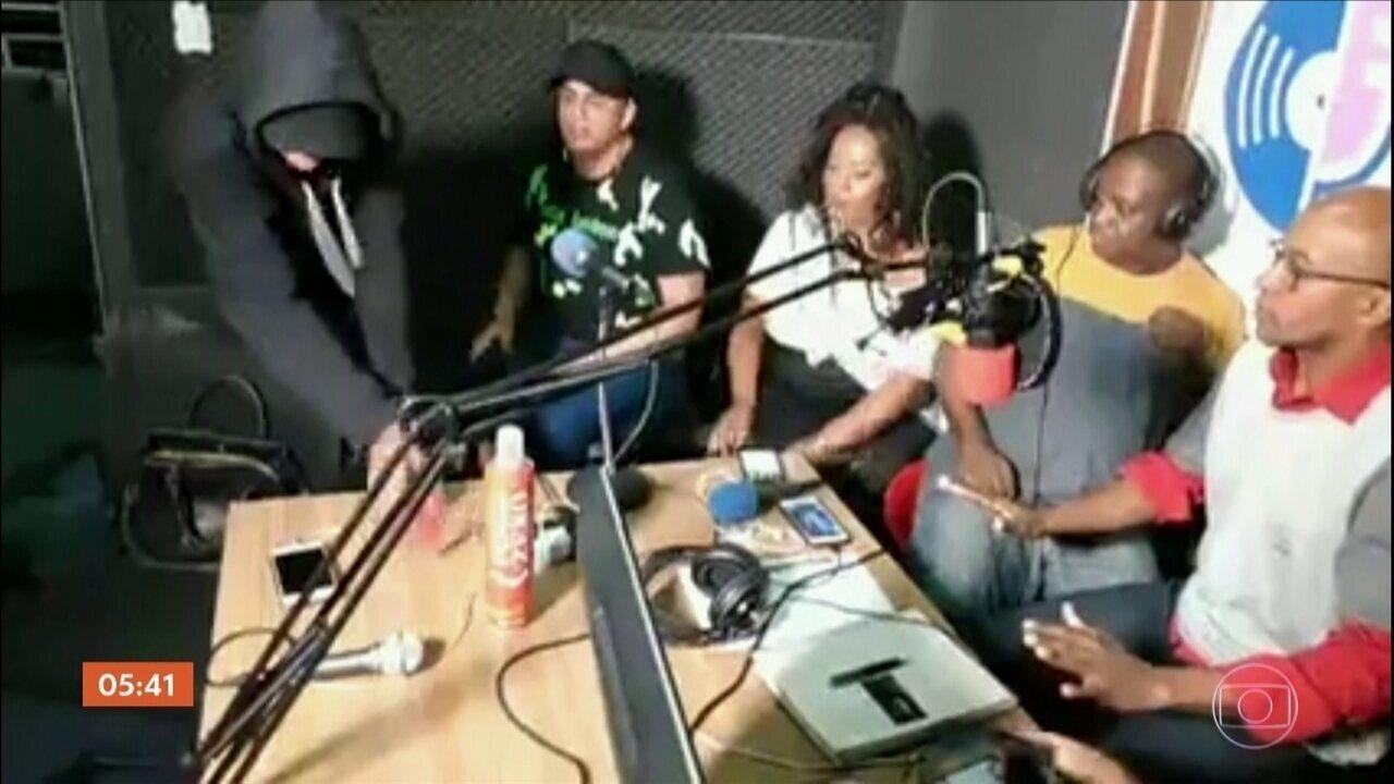 Apresentadores e convidados de rádio em SP são assaltados durante programa ao vivo