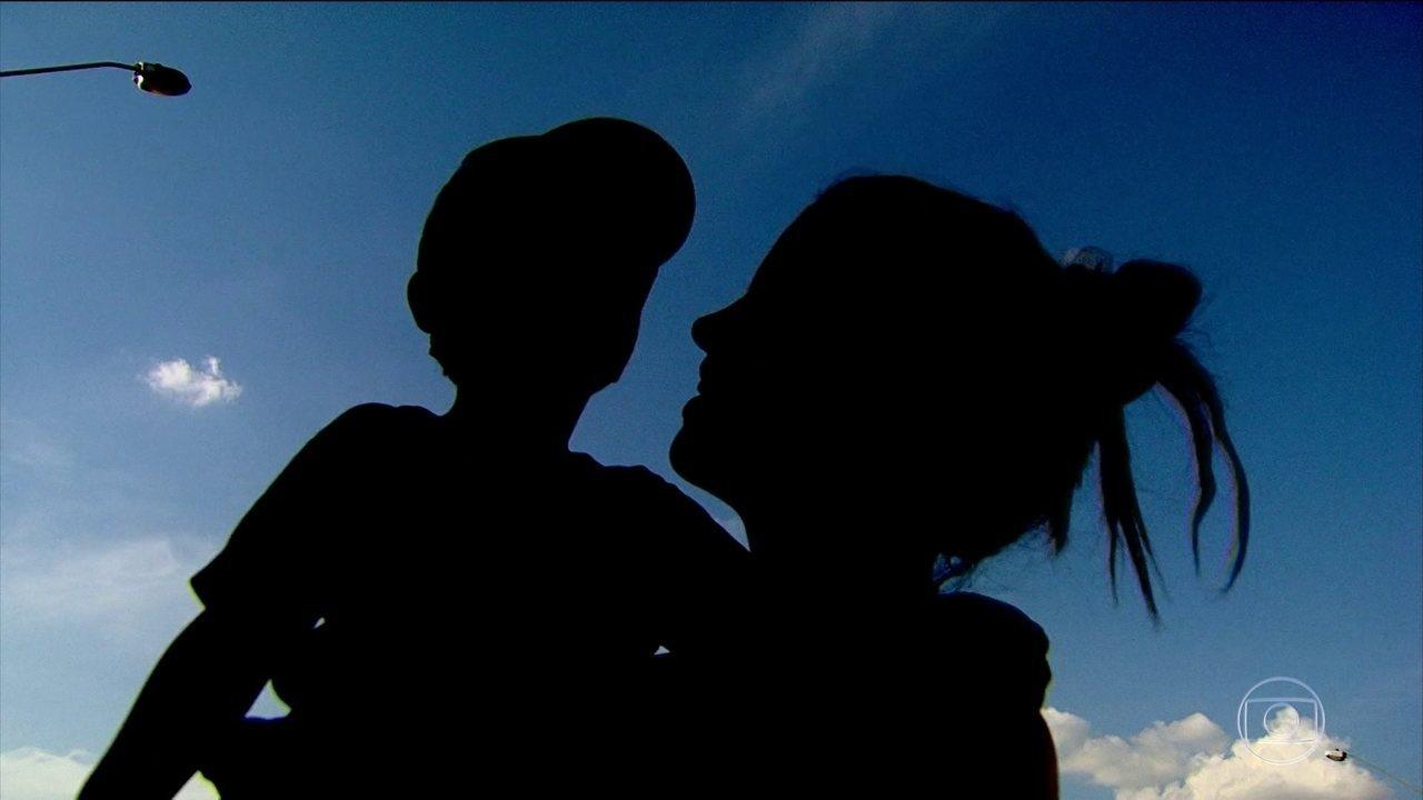 Mãe acusa creche de negligência após filho de 2 anos voltar sozinho para casa