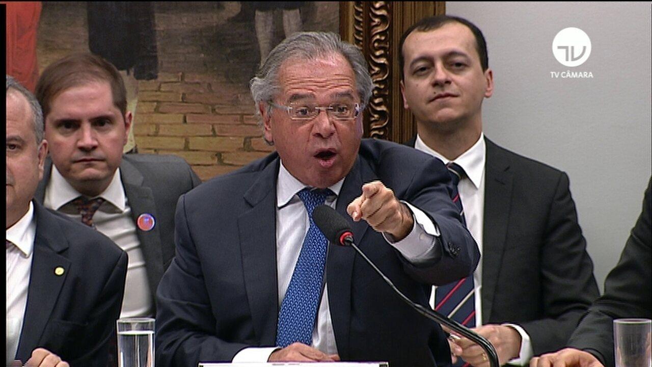 Paulo Guedes discute com deputados na CCJ