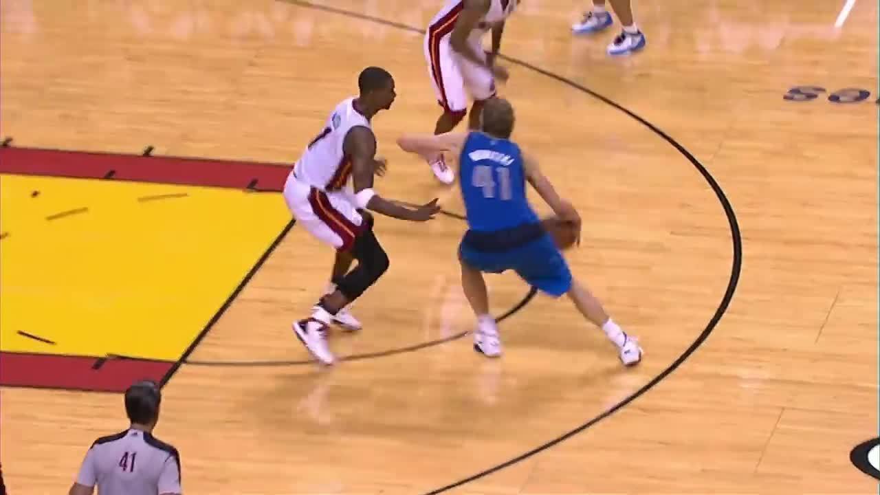 A melhor jogada de cada uma das 21 temporadas de Dirk Nowitzki na NBA