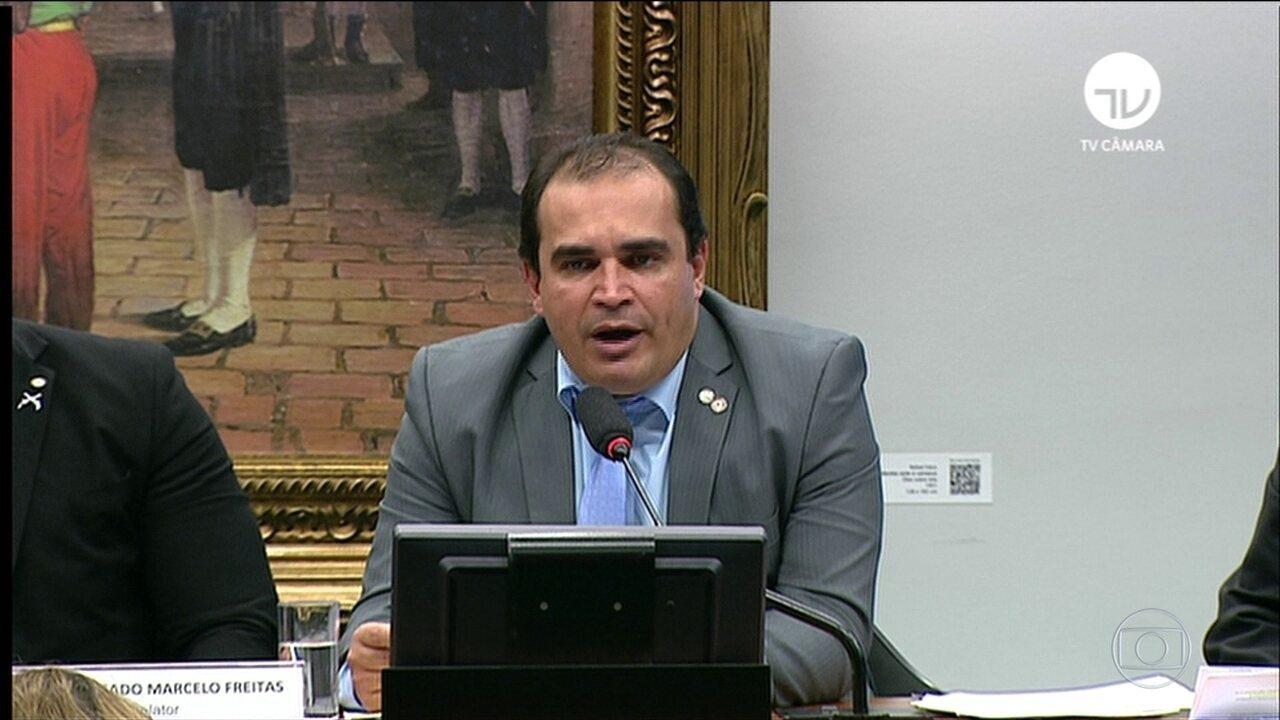 Relator apresenta parecer favorável à reforma da Previdência do governo